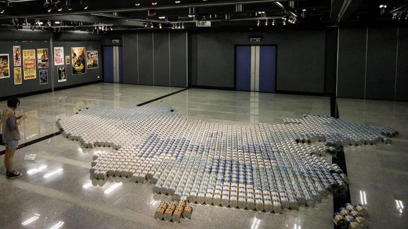 Ай Вэйвэй представил новую работу против нелегального трафика молока