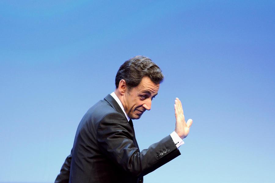 Саркози пустил по миру главную оппозиционную партию Франции