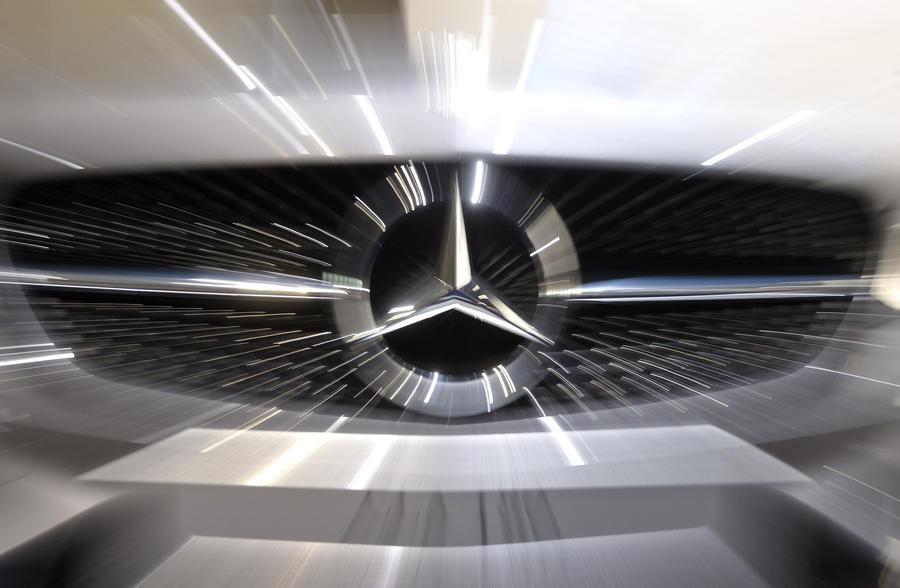 В США из-за проблем с фарами отзовут 200 тыс. автомобилей Mercedes