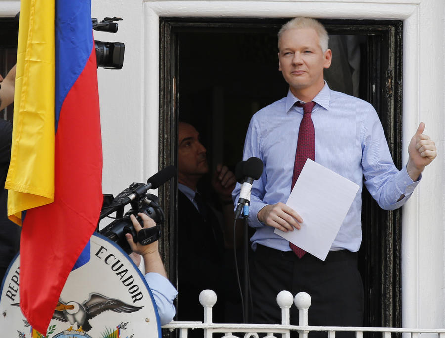 МИД Эквадора: Ситуация с Ассанжем может решиться к концу 2013 года