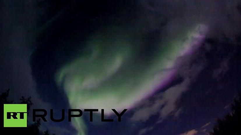 Жители городов России в Заполярье наблюдают северное сияние