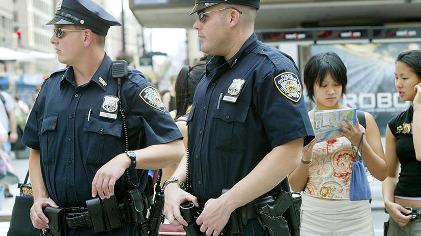 Американские полицейские беспричинно избивают подростков