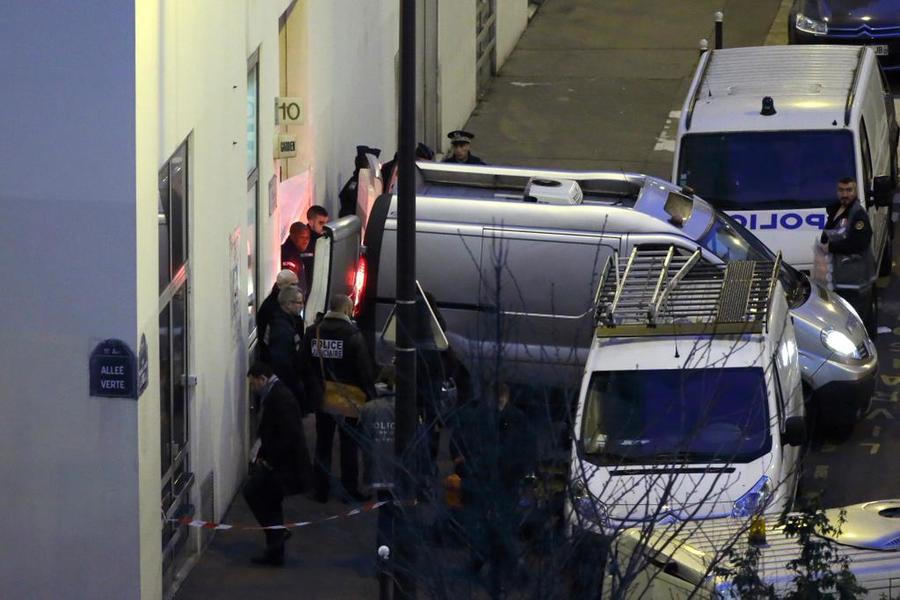 Один из подозреваемых в террористической атаке в Париже сдался полиции