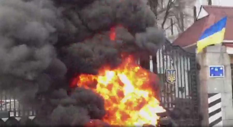 Бойцы батальона «Айдар» митингуют у здания Минобороны Украины 2 февраля 2015 года