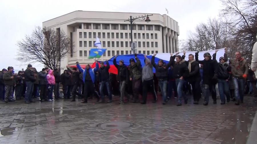 В Крыму отправили в отставку правительство и назначили референдум на 25 мая