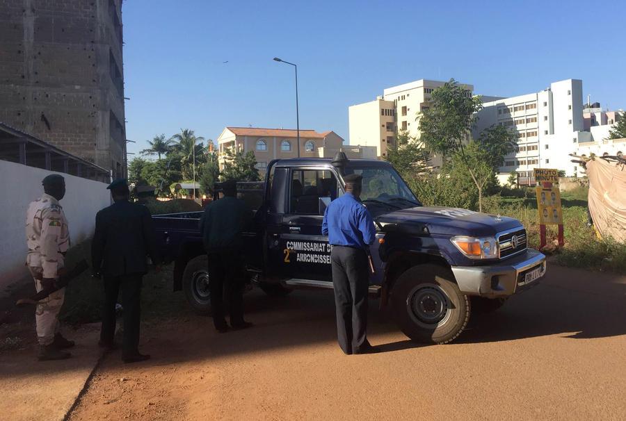 Захват заложников в Мали: фото и видео с места событий
