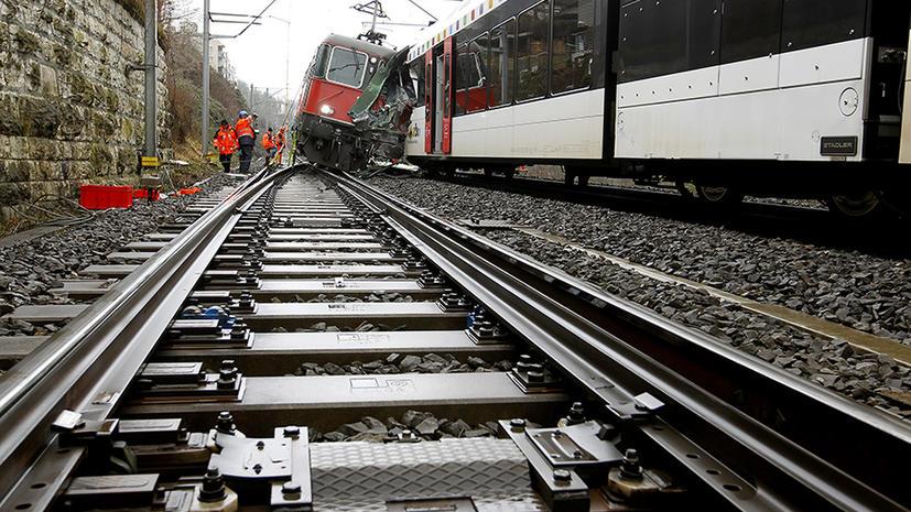 Два пассажирских поезда столкнулись в Швейцарии, есть пострадавшие