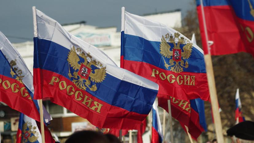 В Севастополе проходит акция «Флаг России в каждый дом»