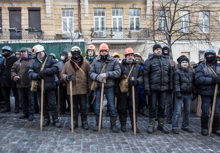 Вооружённые сторонники «евромайдана» провели пикет возле Верховной рады
