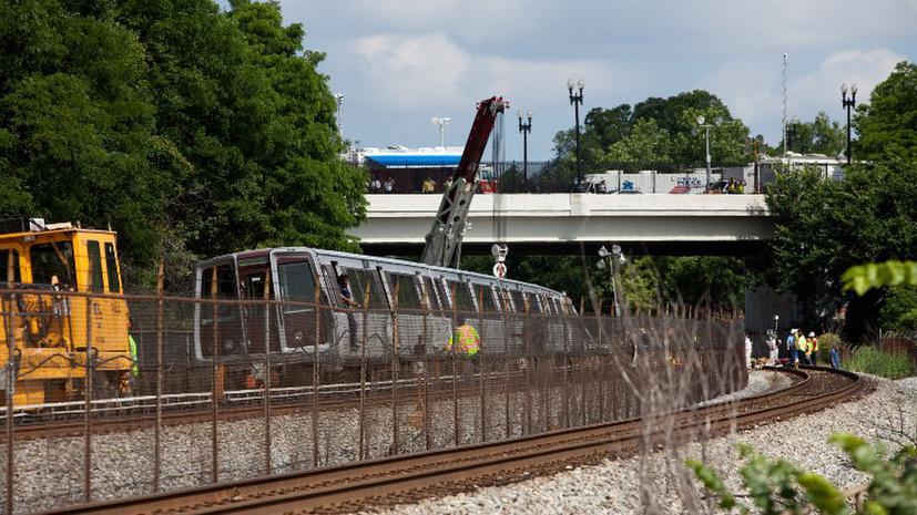 В Мельбурне поезд метро столкнулся с грузовиком, есть жертвы