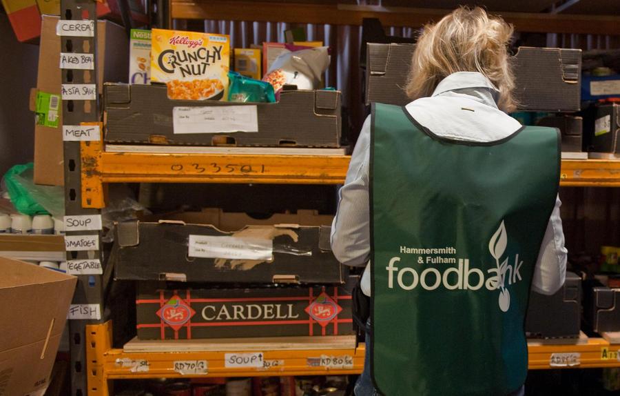 Всё больше людей в Великобритании обращаются в пищевые банки за продуктами