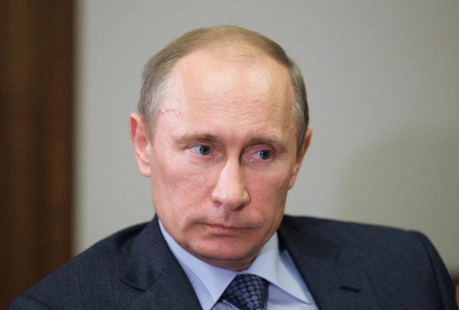 Путин поддержал идею въезда в РФ для граждан СНГ только по загранпаспортам
