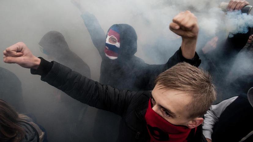 СМИ: Батальон «Азов» вербует немецких украинцев через соцсети