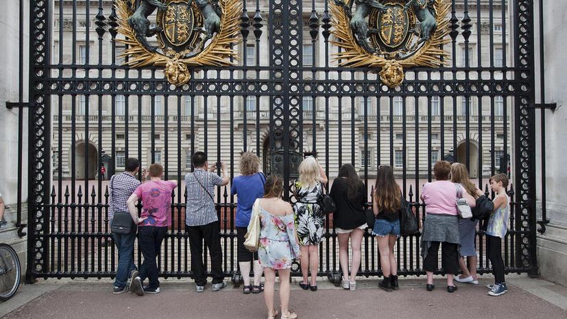 Сотрудники Букингемского дворца работают «по вызову»