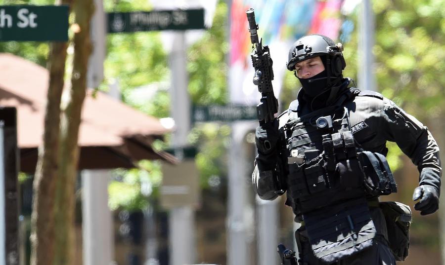 Пользователи соцсетей выкладывают фотографии с места захвата заложников в Сиднее