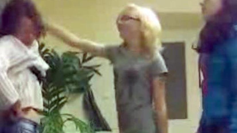 Видеоролик с избиением русской школьницы в Эстонии шокировал интернет-сообщество