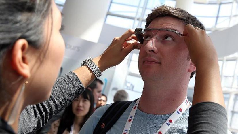 Очки Google Glass будут фиксировать и запоминать каждый взгляд пользователя