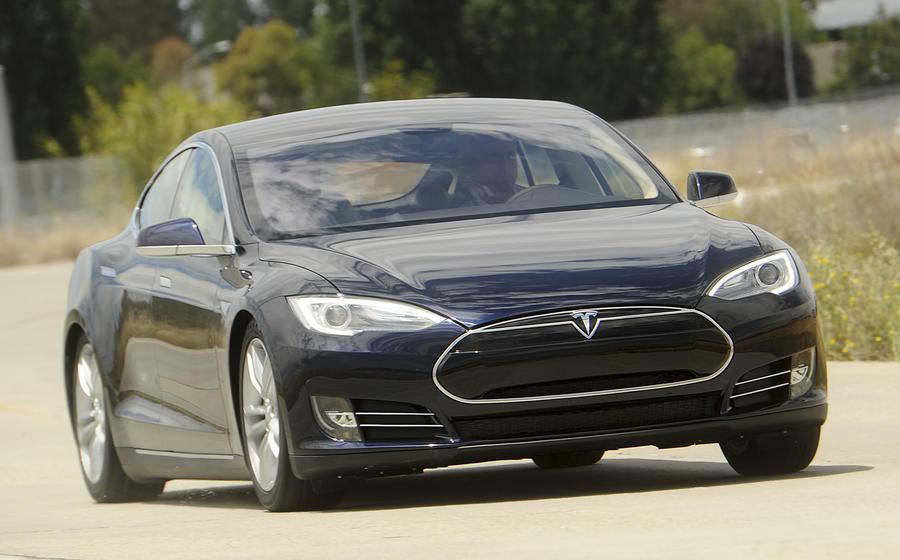 СМИ: Apple намерена составить конкуренцию компании Tesla Motors с электромобилем Titan