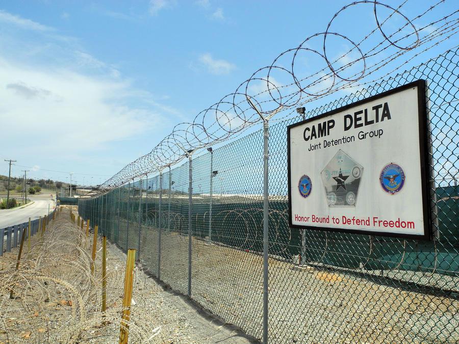 Командующий военно-морской базой в Гуантанамо уволен в связи с убийством мужа своей любовницы