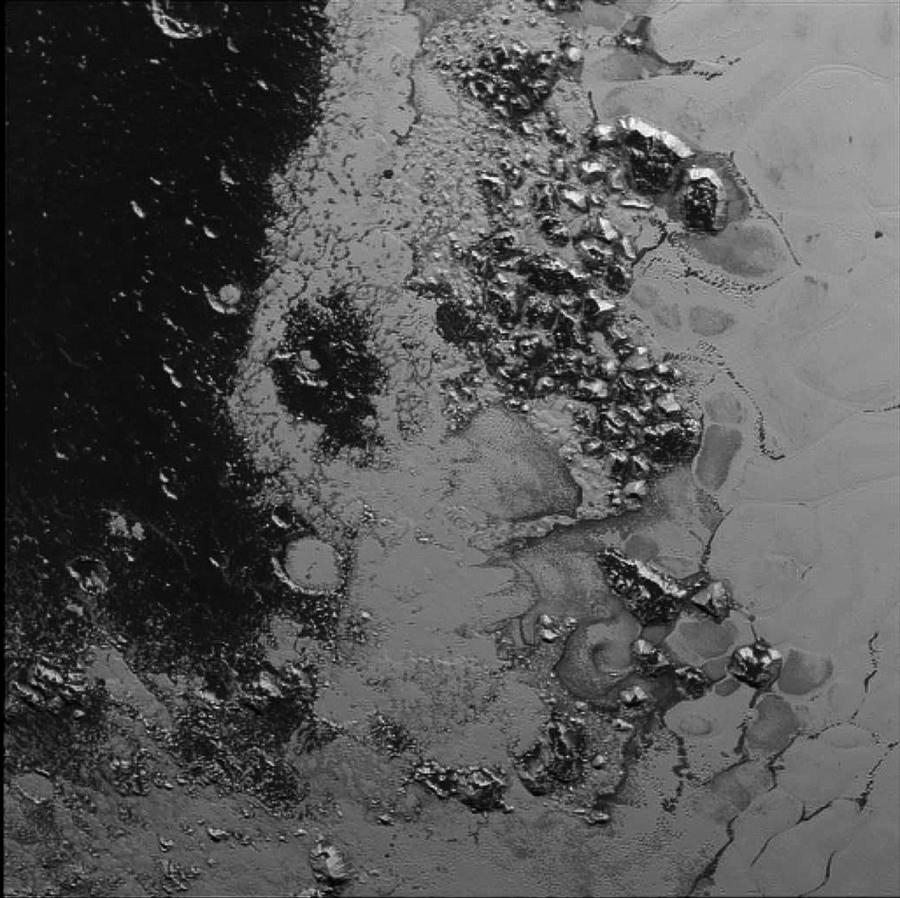 NASA опубликовало изображения двух маленьких лун Плутона, заснятых зондом New Horizons