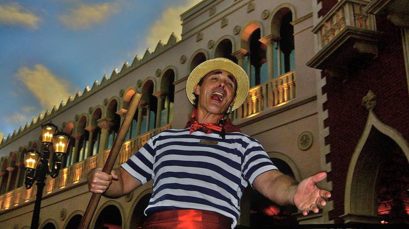Венецианским гондольерам запретят петь серенады