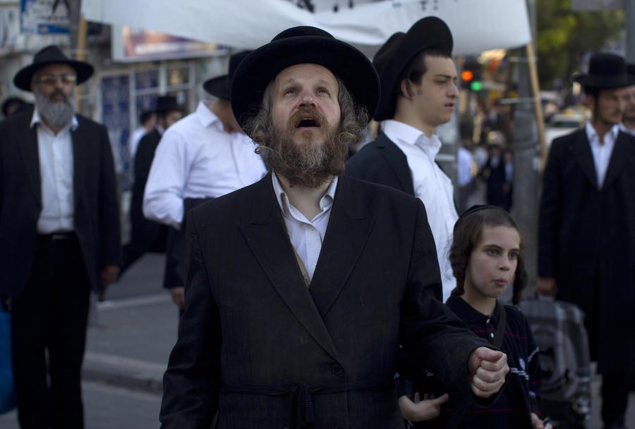 Израильские ортодоксальные евреи требуют от правительства выдать противогазы с отверстием для бороды