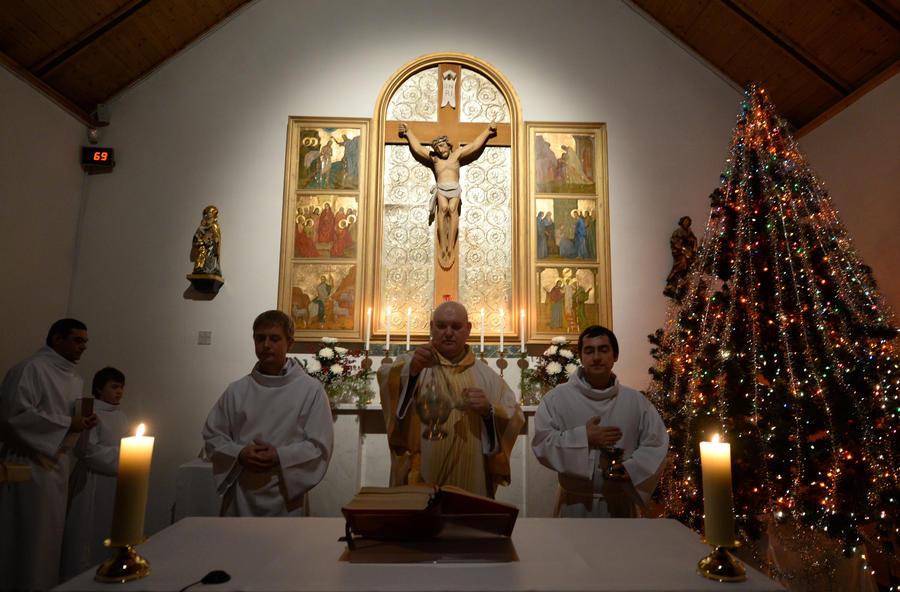 Католики и протестанты по всему миру отмечают Рождество Христово