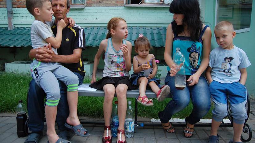 Опрос: Россияне охотно готовы принять украинских беженцев