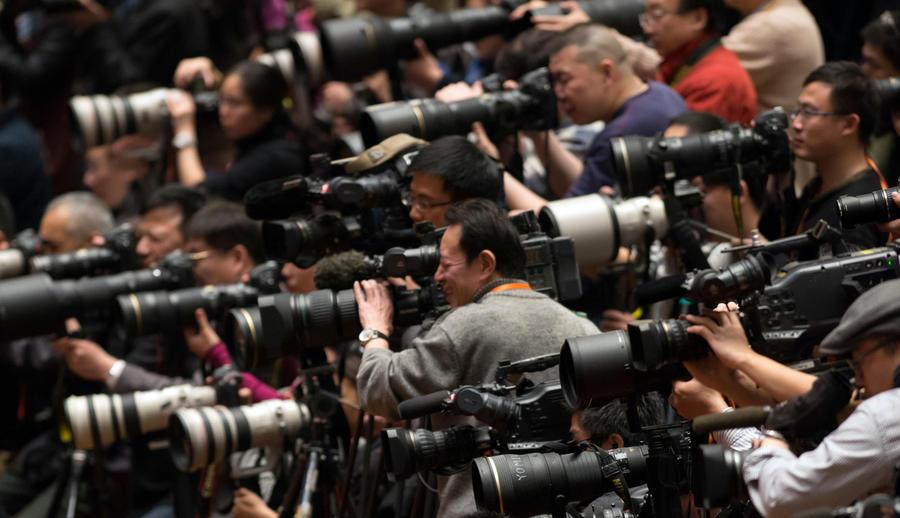 Американская газета заменила штат фотографов на один iPhone