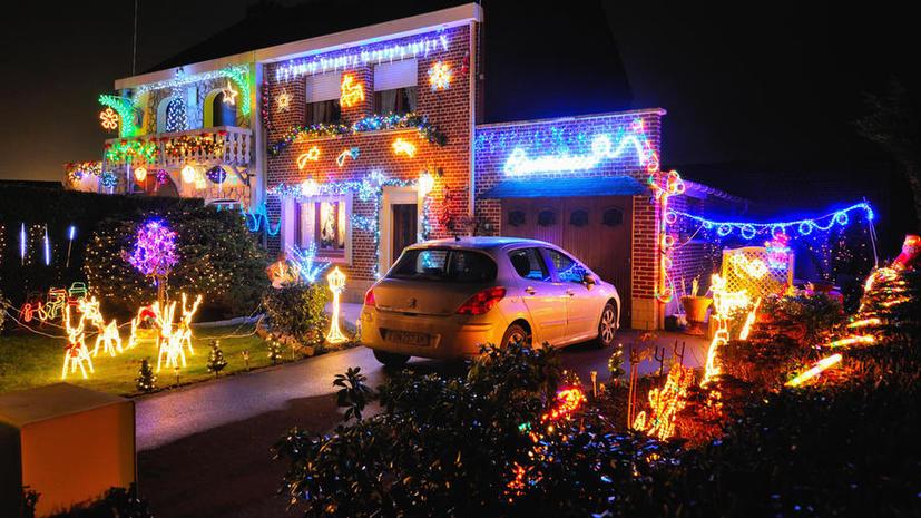 В Великобритании полиция заставила домовладельцев отключить рождественскую подсветку после жалоб соседей