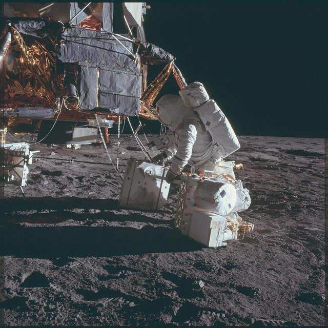 Опубликовано свыше 8 тыс. фотографий лунных экспедиций NASA программы «Аполлон»