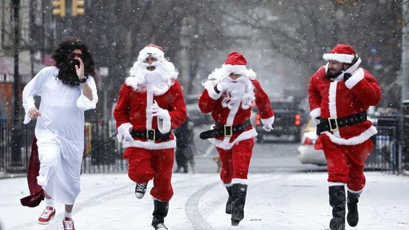 Жители Нью-Йорка боятся выходить на улицы из-за пьяных Санта-Клаусов