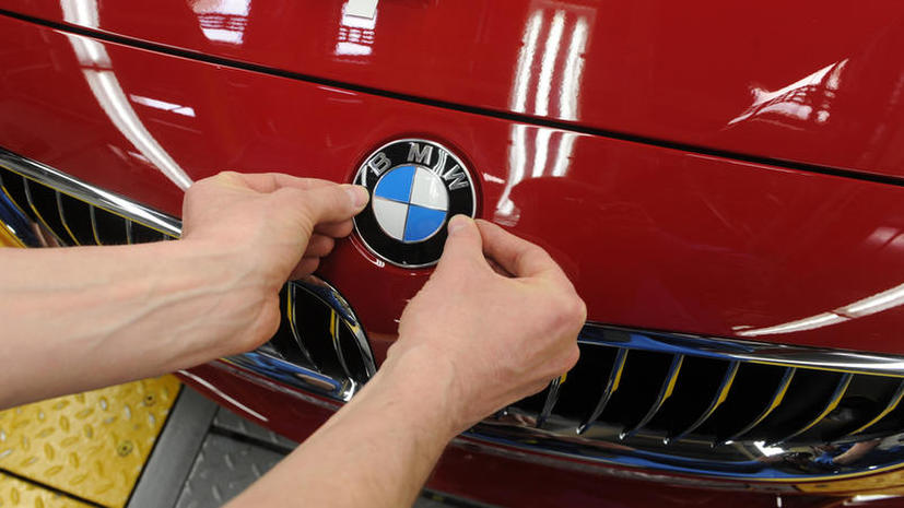 Водителям новых BMW будут показывать рекламу