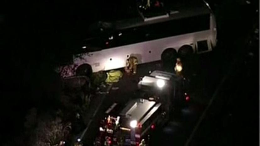 В Калифорнии перевернулся автобус с туристами: есть жертвы