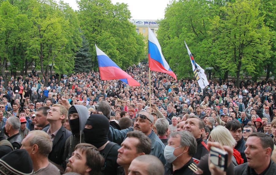 Силы самообороны заняли здание прокуратуры в Луганске