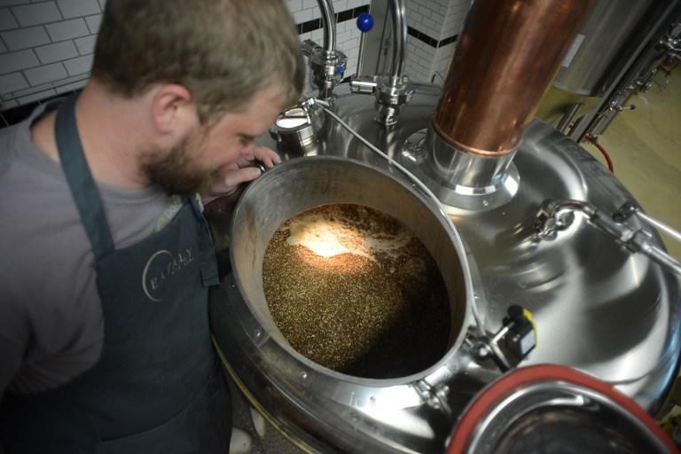 Пивовары могут перевести производство ведущих брендов за пределы России