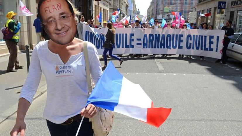 Во Франции прошли акции против политики Франсуа Олланда, избранного на пост президента год назад