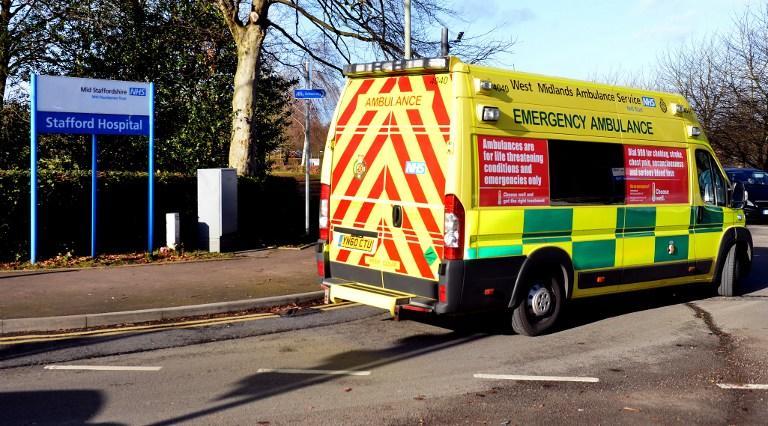 Нескорая помощь: британские пациенты часами ждут, когда ими займутся врачи