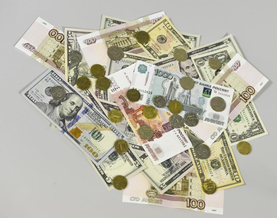 СМИ: Падение рубля может сокрушить экономику девяти стран