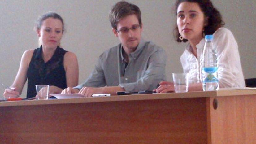 Сноуден встанет на учёт по месту жительства в России