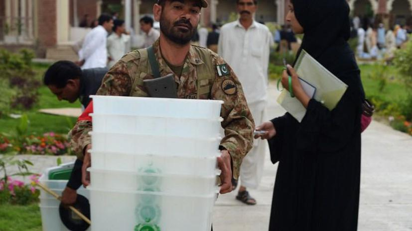Накануне выборов из Пакистана выслали журналиста The New York Times
