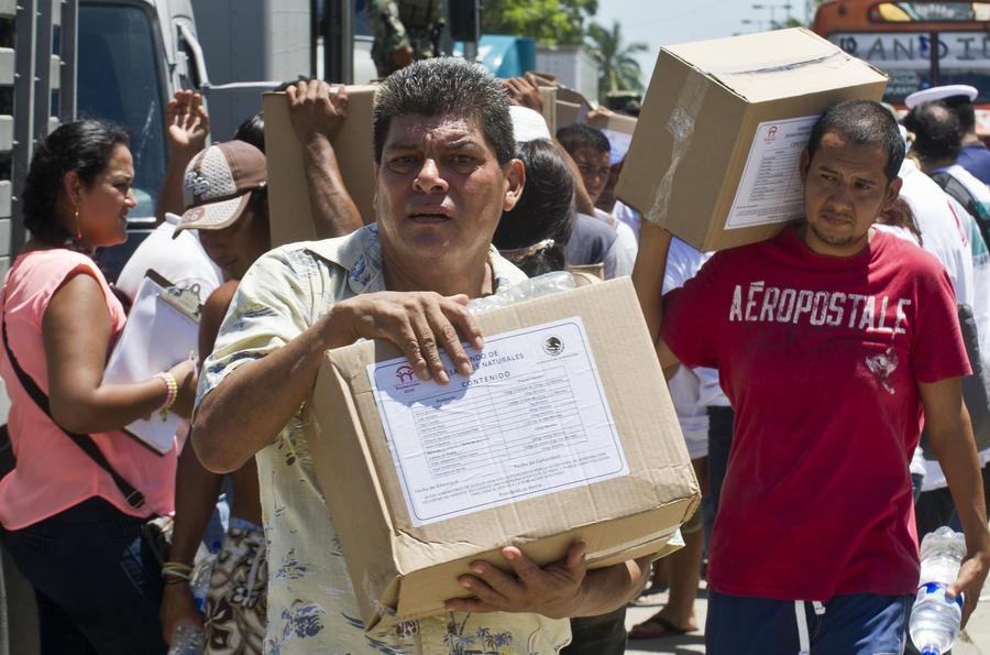 Пострадавшим от урагана в Мексике начал помогать наркокартель