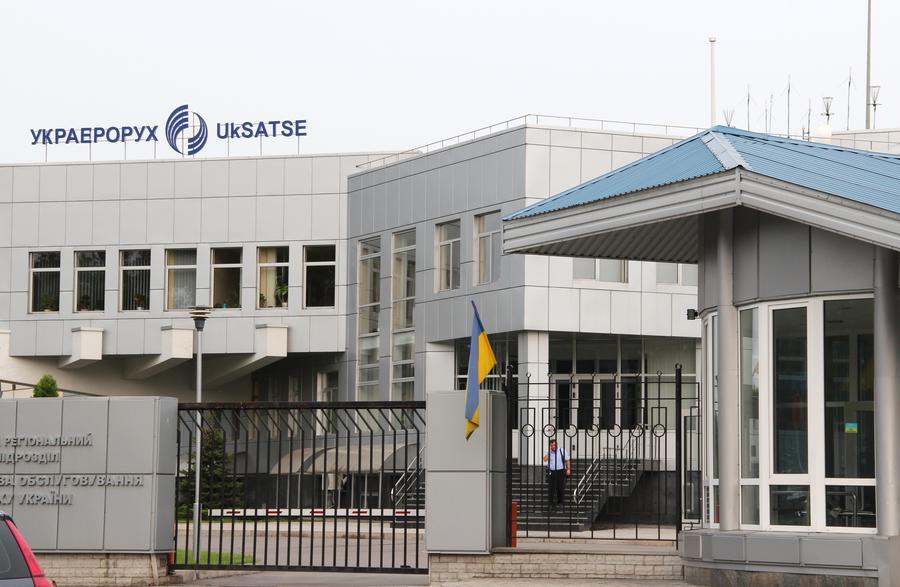 СМИ: Авиакомпании могли оказать давление на Киев ради возможности пролететь над востоком страны