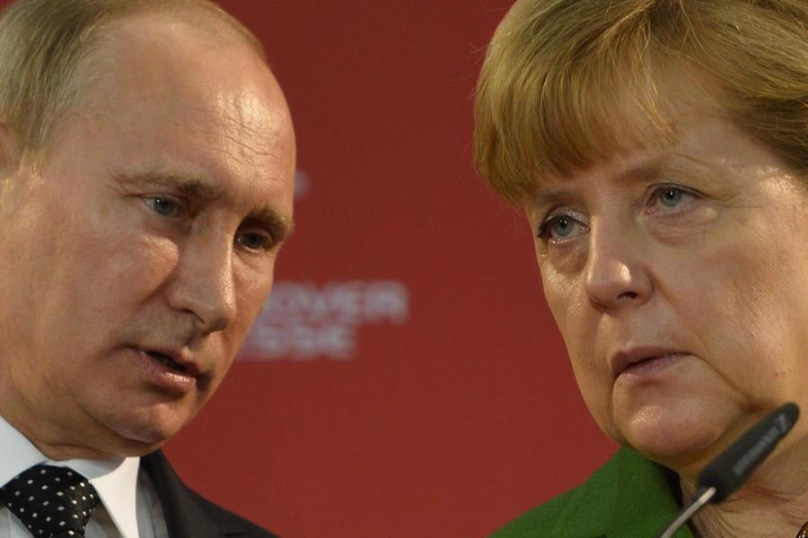 Российская сторона не вносила изменений в программу встреч с Ангелой Меркель в рамках ПМЭФ