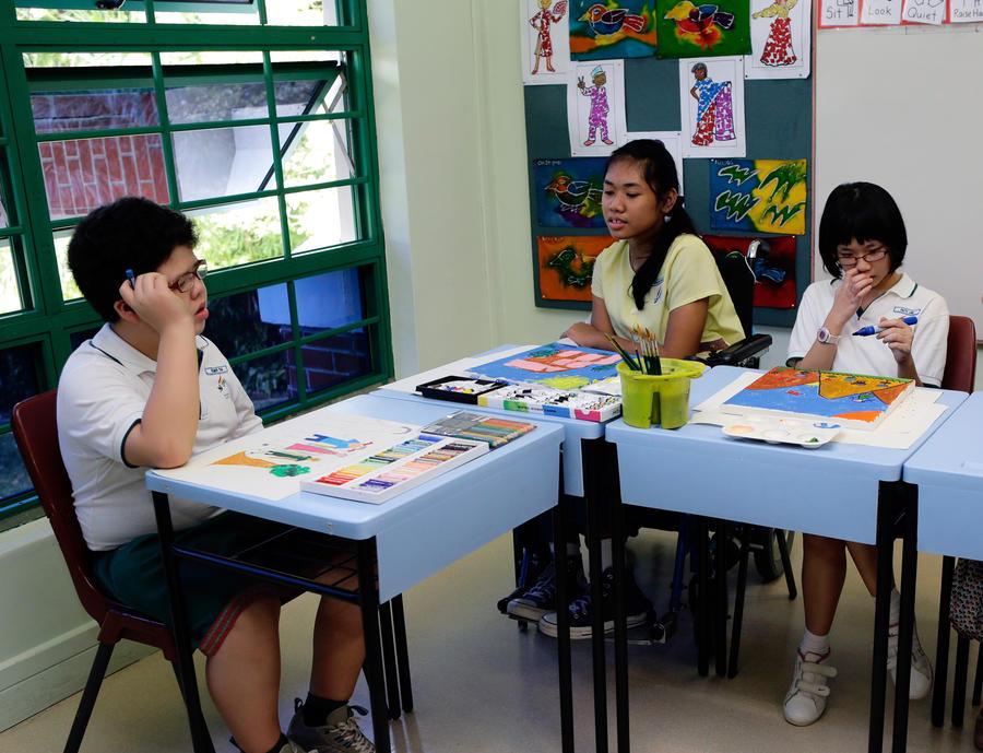Британские чиновники предлагают выгнать из школ детей нелегальных мигрантов