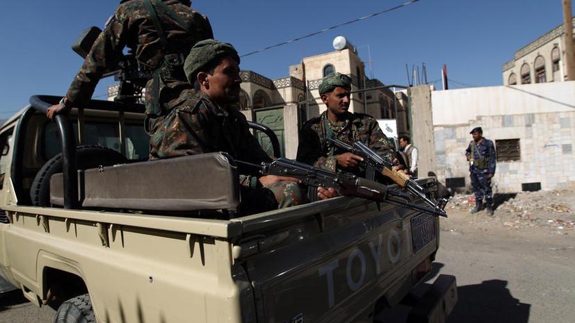 Террористы напали на военную базу в Йемене, погибли более 50 человек
