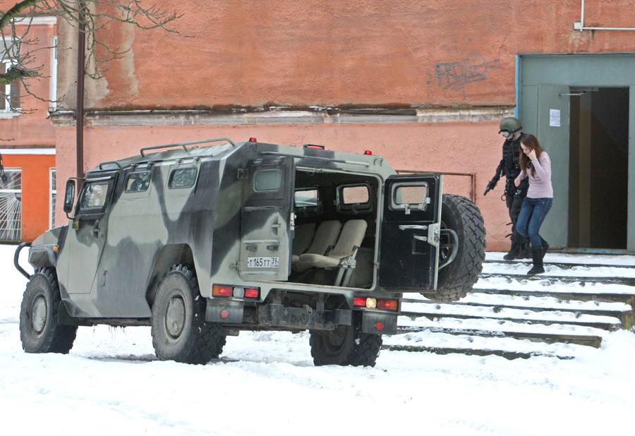 Террорист в Астрахани отпустил одного заложника