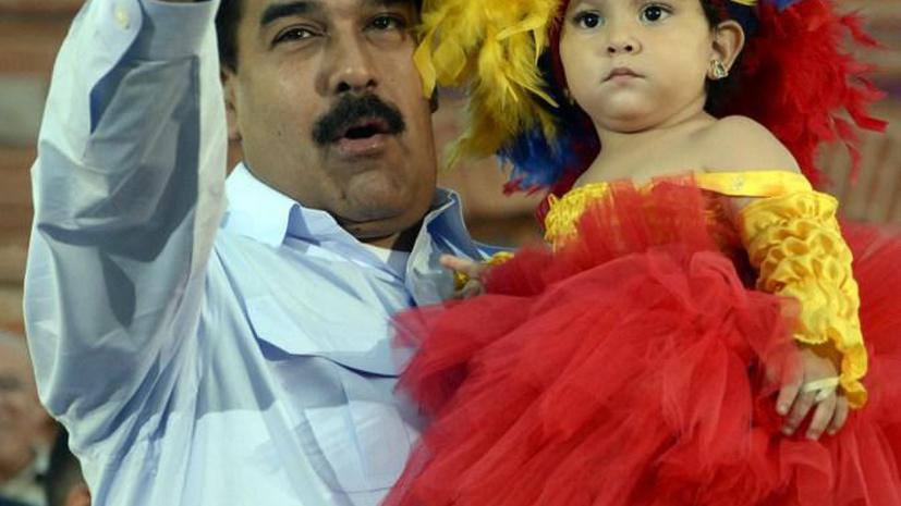 Мадуро рассказал, что часто ночует возле могилы Чавеса