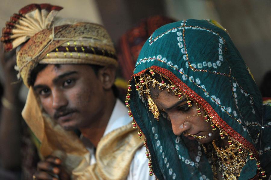 В Пакистане родители невесты зарезали молодожёнов за брак по любви