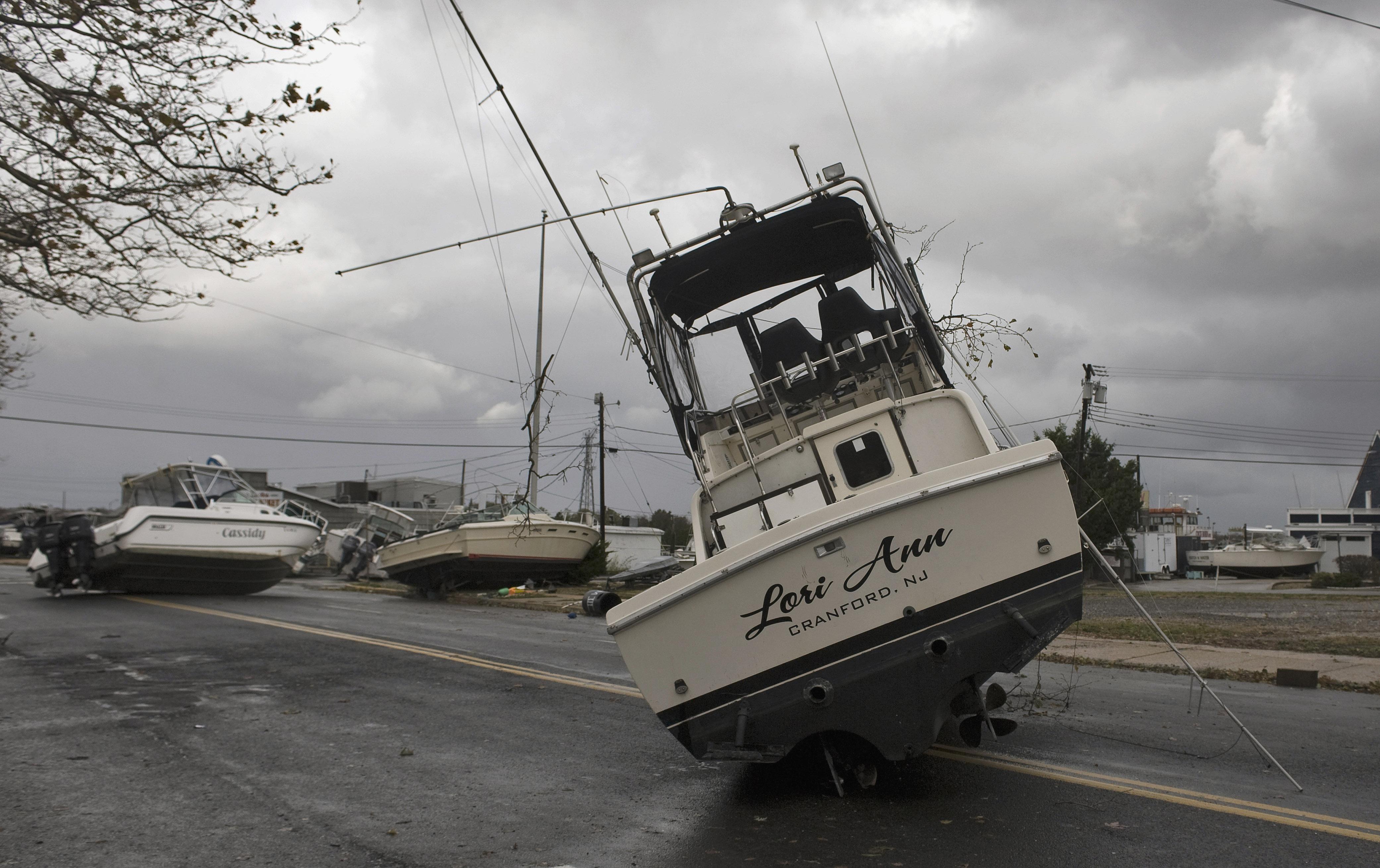 """""""Сэнди"""" выбросил на побережье 50-метровый танкер"""